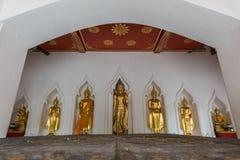 菩萨雕象在Wat Bovorn在曼谷,泰国 免版税库存图片