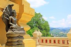 菩萨雕象在Wat Phutthathiwat, Betong,泰国 图库摄影