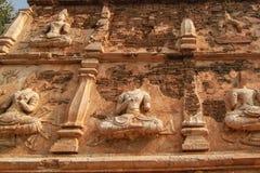 菩萨雕象墙壁 库存图片