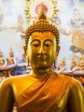 菩萨雕象是一种美好的金黄颜色 库存图片