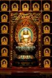 菩萨雕象用中文菩萨牙遗物寺庙,新加坡 库存照片