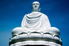 菩萨雕象白色 免版税库存照片