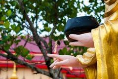 菩萨雕象的手 免版税库存图片