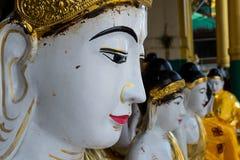 菩萨雕象面孔在Shwedagon修道院,仰光,缅甸里 免版税库存照片