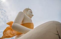 菩萨雕象,在蓝天的大菩萨 免版税库存图片