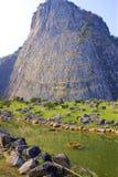 菩萨雕象,芭达亚,岩石的泰国 免版税库存照片
