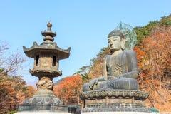 菩萨雕象shinheungsa寺庙的 库存图片