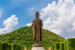 菩萨雕象Wat的Thipsukhontharam,北碧省, 免版税库存照片