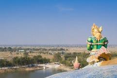 菩萨鲜绿色garuda寺庙 库存照片