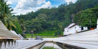 菩萨,康提斯里兰卡的牙的佛教寺庙 库存图片