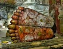 菩萨` s脚在Dambulla使寺庙陷下 库存图片