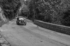 菲亚特1100在一辆老赛车的B 1948年在集会Mille Miglia 2017 2017年5月19日的著名意大利历史种族1927-1957 免版税库存图片