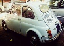 菲亚特500白色,停放 免版税图库摄影