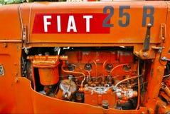 菲亚特25r拖拉机 库存照片