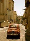 菲亚特Cinquecento在西西里岛 免版税库存图片