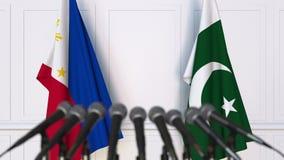 菲律宾和巴基斯坦的旗子在国际会议或交涉新闻招待会 3D动画 股票录像
