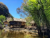 菲律宾海简陋小木屋 免版税库存图片