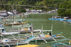 菲律宾渔村的居民的生活 免版税库存图片
