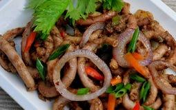 从菲律宾的食物, Adobong Isaw Ng Baboy (被炖的猪肉肚腑) 免版税库存图片