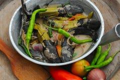 从菲律宾的食物, Ginataang Bunog (油煎的幼小泥鱼) 库存照片