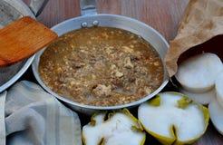 从菲律宾的食物, Tuslob-Buwa (煮熟的Pig's脑子和肝脏) 库存照片