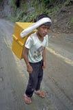 菲律宾年轻男孩,冰供营商画象  免版税库存照片