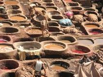 菲斯摩洛哥最旧的皮革厂世界 免版税库存图片