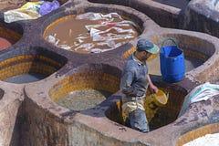 """菲斯,摩洛哥†""""2016年4月10日:皮革干燥在皮革厂s 库存图片"""