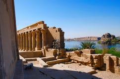 菲莱寺庙部份看法  菲莱寺庙在阿斯旺水坝被折除了并且被重新召集了, Egyp的1970年完成前 免版税库存照片