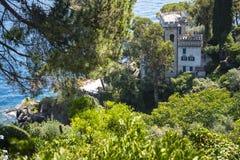 菲诺港是意大利渔村和度假村著名为它美丽如画的港口和历史协会与铈 免版税库存照片