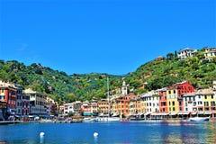菲诺港港口,菲诺港,利古里亚,意大利看法在一完善的天空蔚蓝下的2019年 免版税图库摄影