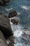 菲诺港,意大利岩石海岸和峭壁  免版税库存图片