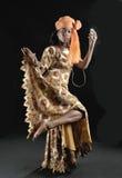 萘及利亚人的舞蹈演员- IYABO 免版税库存图片