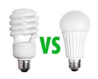 萤光的CFL和在白色隔绝的LED电灯泡 免版税库存图片