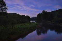 萤火虫在晚上在Tionesta宾夕法尼亚 免版税图库摄影
