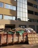 营业所检修、修理和精整,建筑垃圾收集工 图库摄影