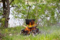 营火和水壶 库存图片