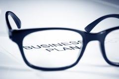 经营计划词把玻璃透镜,企业概念进行下去 免版税库存图片