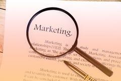 营销文本在白色的焦点词 库存照片