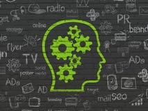 营销概念:有齿轮的头在墙壁背景 免版税库存图片