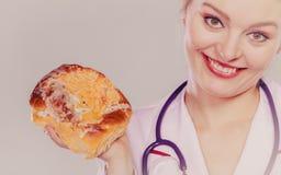 营养师用小甜面包小圆面包 不健康的速食 库存照片