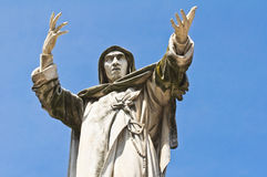 萨佛纳罗拉雕象。费拉拉。伊米莉亚罗马甘。意大利。 免版税图库摄影
