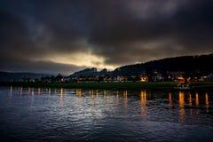 萨克森瑞士和美丽的河易北河的华美的岩石的庄严小度假胜地Rathen 图库摄影