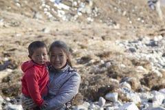 萨加玛塔国家公园,尼泊尔ï ¿ ½ 11月13日:s的孩子 免版税库存图片