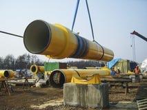 萨哈林岛,俄罗斯- 2014年11月12日:气体小核的建筑 免版税库存照片