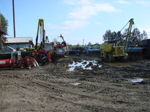 萨哈林岛,俄罗斯- 2014年11月12日:气体管道的建筑在地面的 库存照片