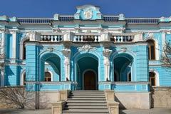 萨尔特科夫Chertkov在古典巴落克式样样式的庄园17世纪在Myasnitskaya街道上的 免版税图库摄影