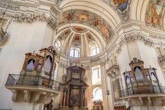 萨尔茨堡主教座堂内部圆顶视图  库存照片