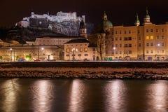 萨尔茨堡奥地利在晚上 库存图片