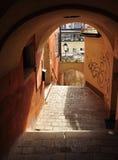 萨尔茨堡,奥地利:城市车道和被成拱形的通道。 库存照片
